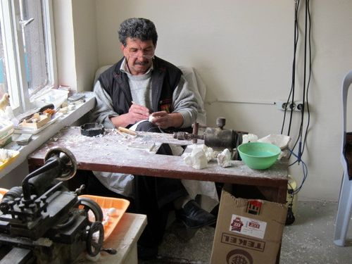 Carving meerschaum in Eskisehir